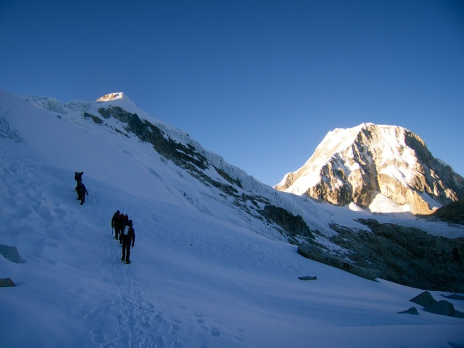 Ro-Ki-Ke ascending an easy section  of the Ishinca glacier with Ranrapalca in the the background